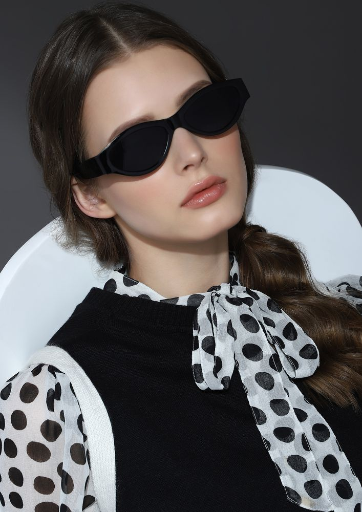 MAXIMIZING GLAM DOSES BLACK RETRO SUNGLASSES