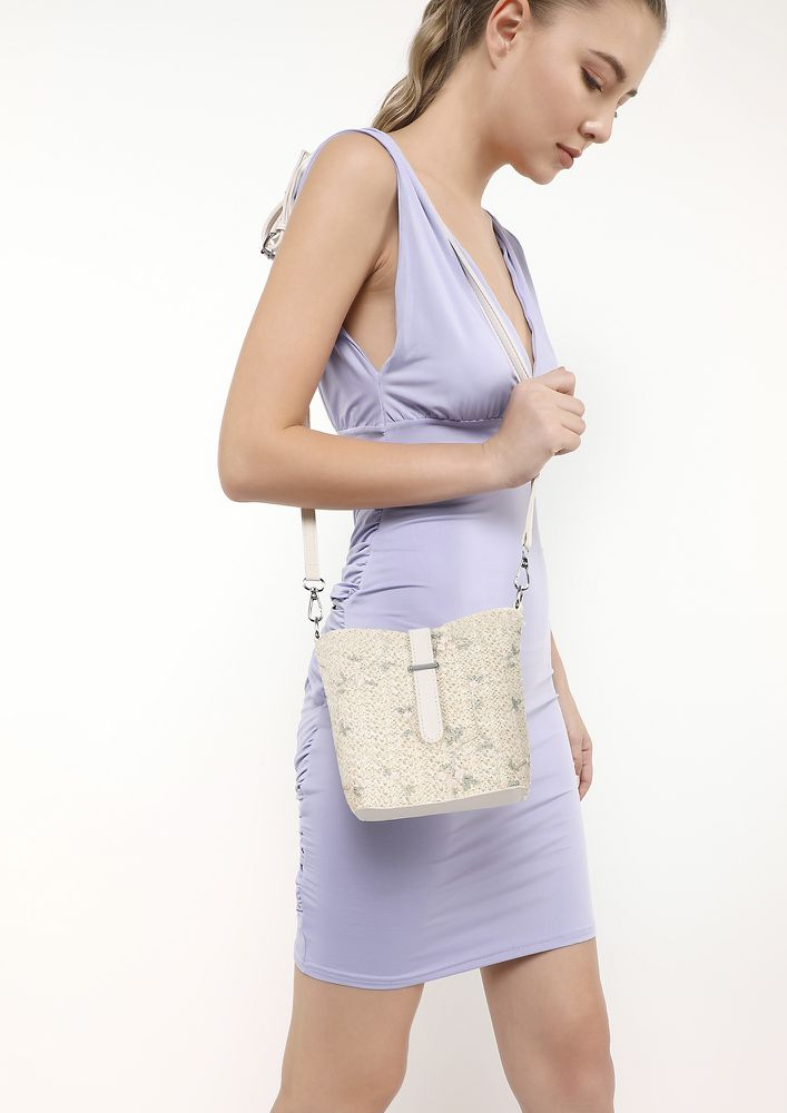 WOVEN SUCCESS BEIGE SLING BAG