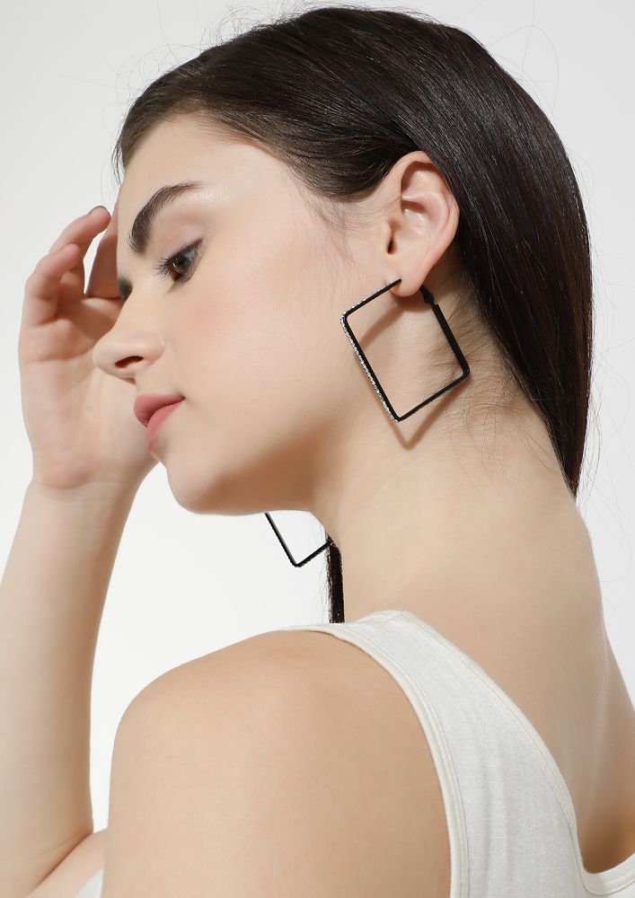 GOSS BABE SQUARING OUT BLACK EARRINGS