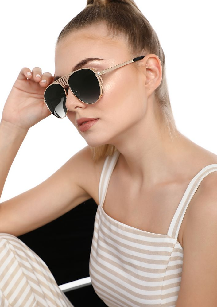 BLAME GAME GREY SQUARE SUNGLASSES