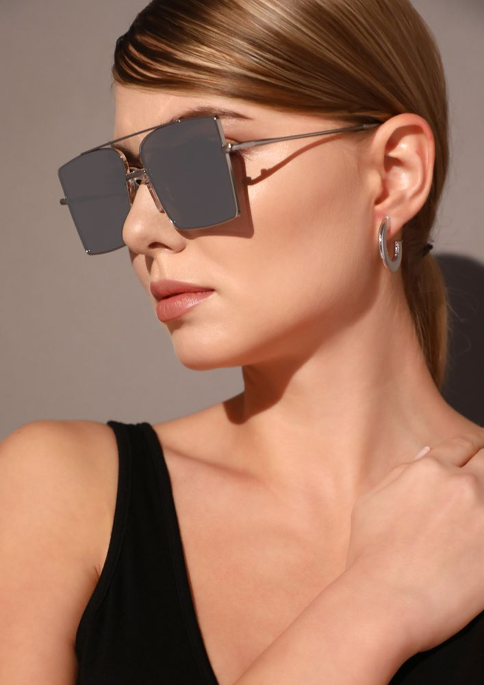 WHAT COMES AROUND GREY SQUARE SUNGLASSES