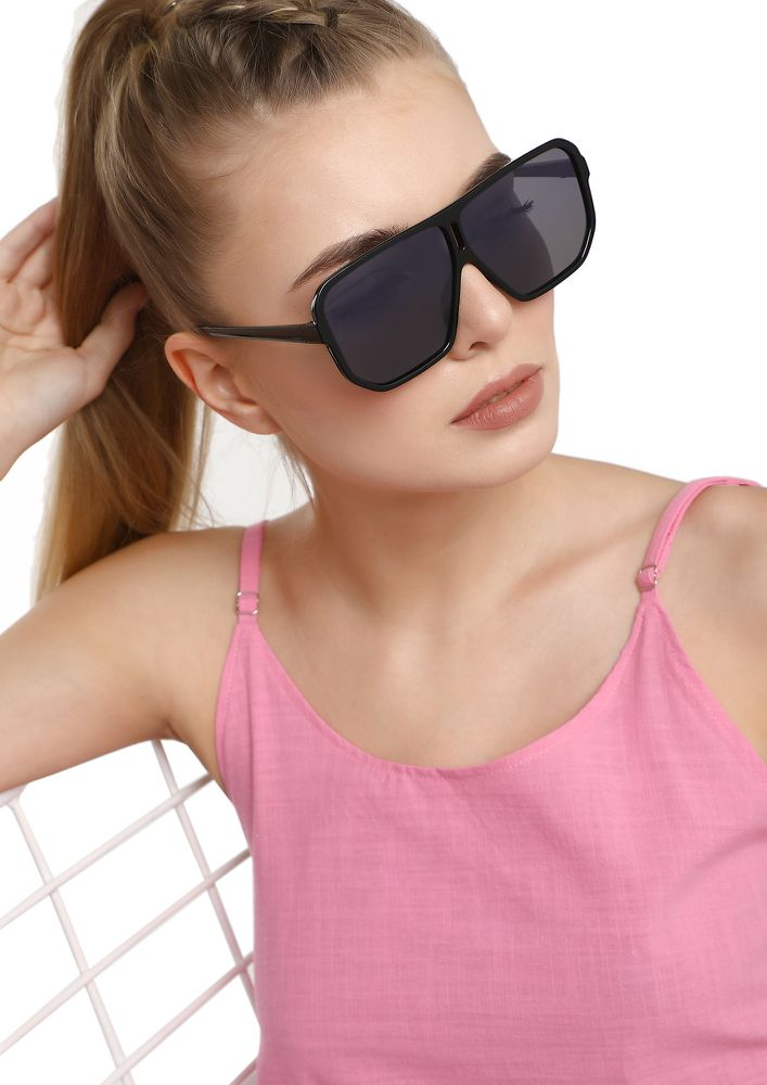 SHE'S SO FEARLESS BLACK SQUARE SUNGLASSES
