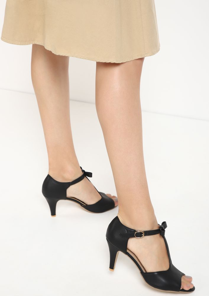 WAY TO BOW BLACK HEELED SANDALS