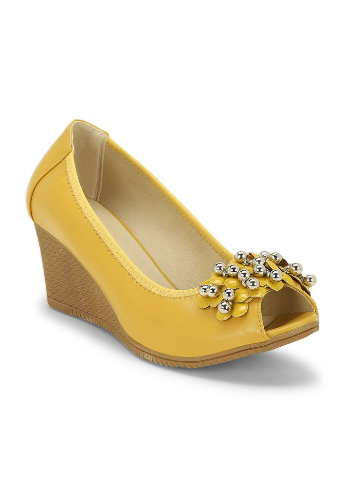 LOOKING AT THE BRIGT SIDE YELLOW WEDGES