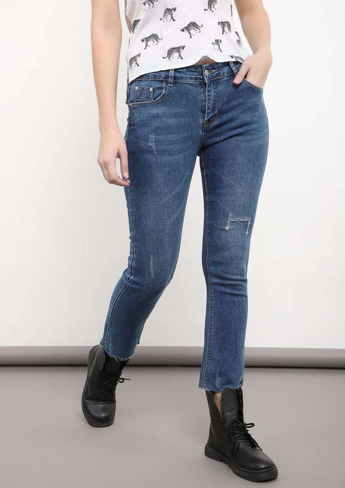 CHOPPED TO FRAY BLUE CROPPED JEANS