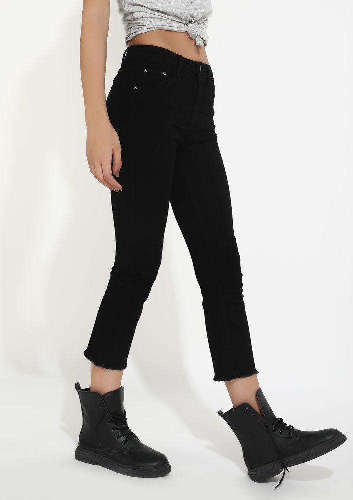 IS IT NOT A STRAIGHT FIT BLACK JEANS