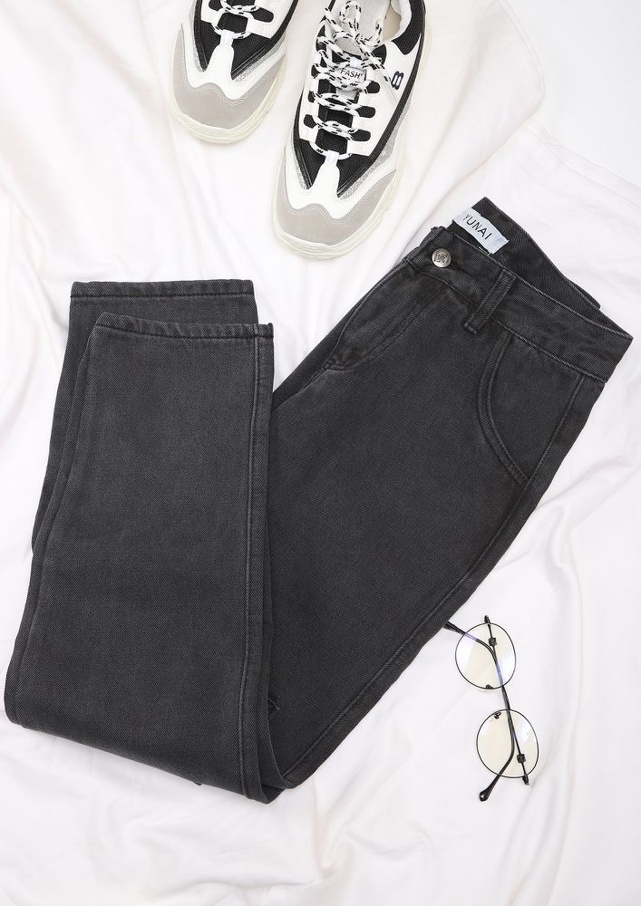 COMFORTABLE EVERYDAY BLACK STRAIGHT JEANS