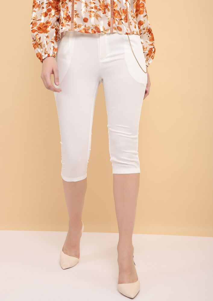SHORT AND CRISP WHITE CROPPED PANTS