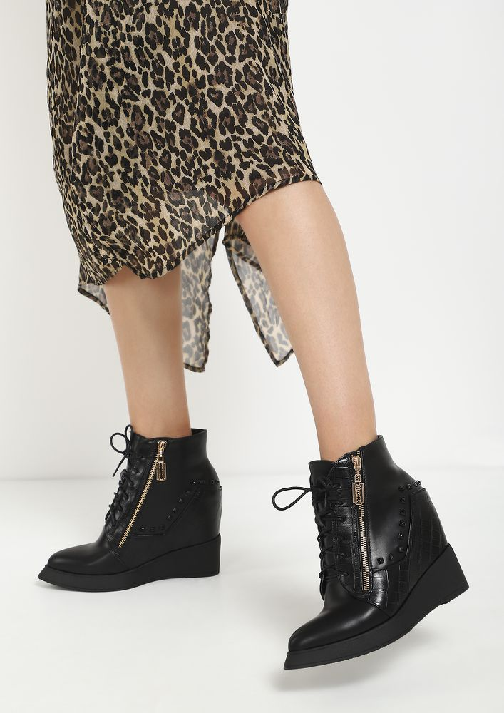 DUAL MINDS BLACK ANKLE BOOTS