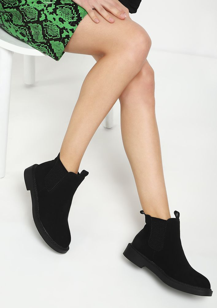 SHADES OF WINTER BLACK CHELSEA BOOTS