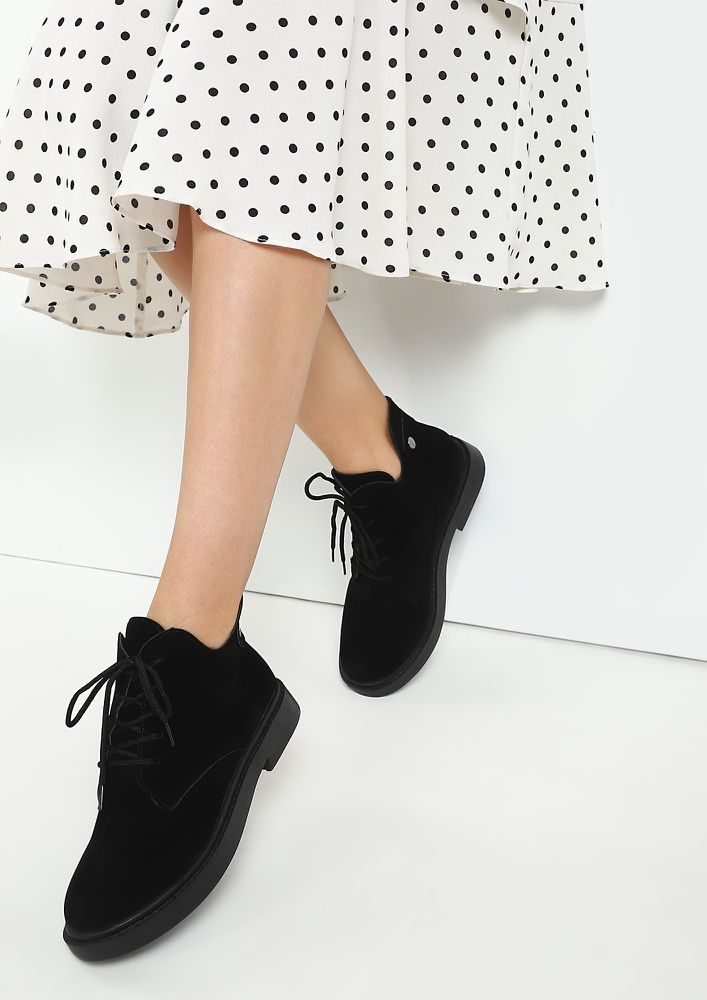 SEA OF STYLE BLACK ANKLE BOOTS