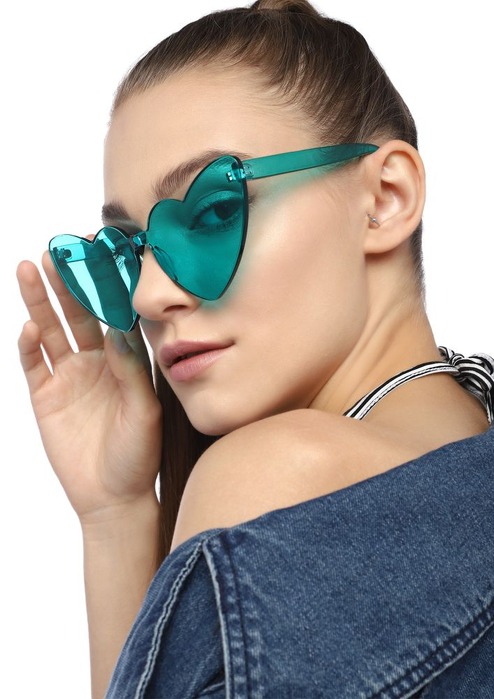 HEART-STRUCK BLUE RETRO SUNGLASSES