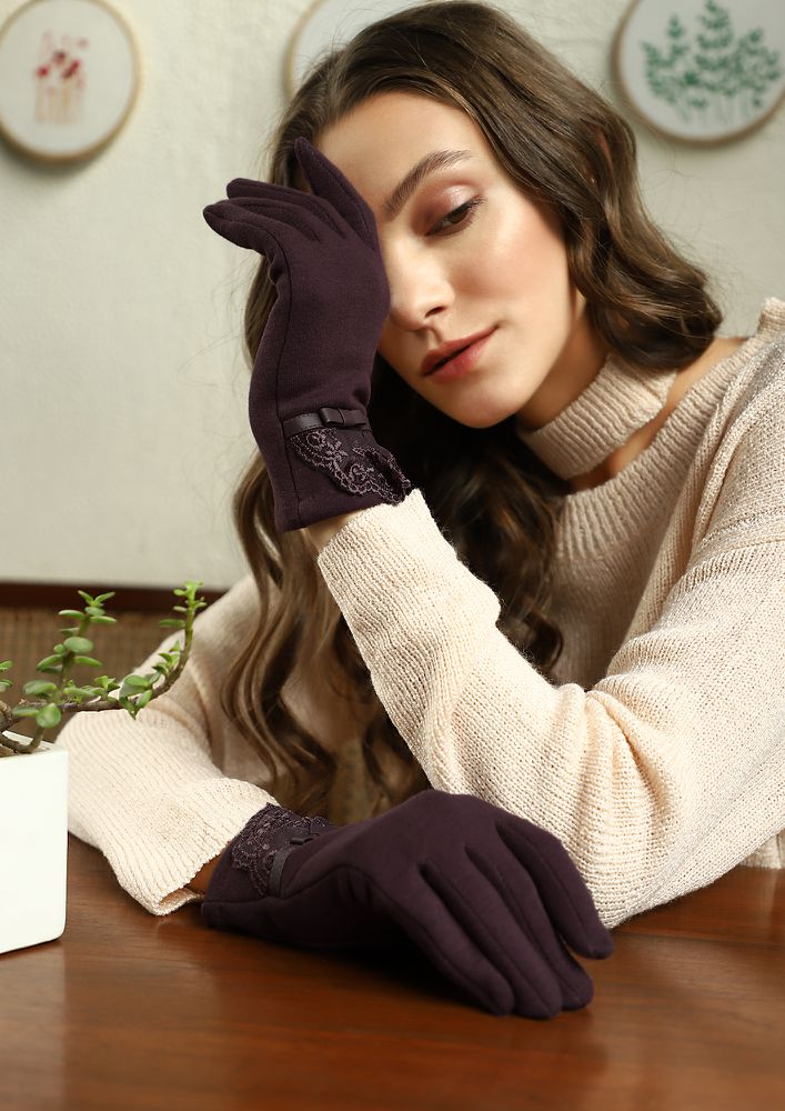 LACE EFFECT WINE RED GLOVES