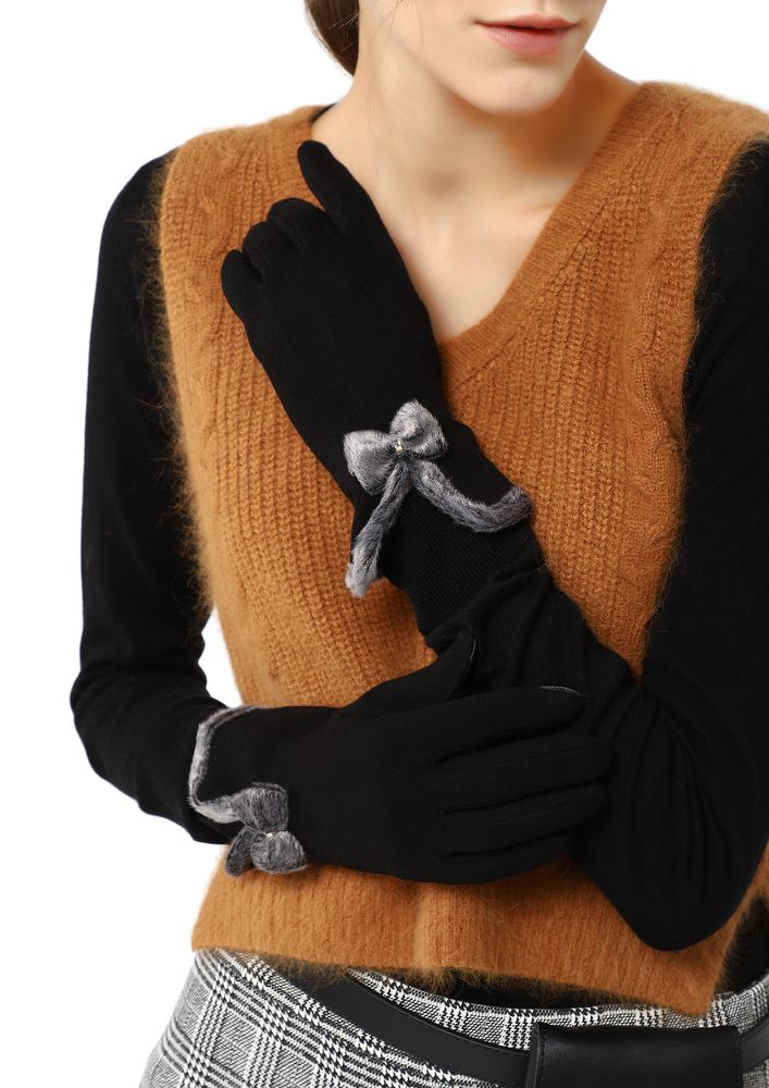 WANT A FURRY BOW BLACK GLOVES
