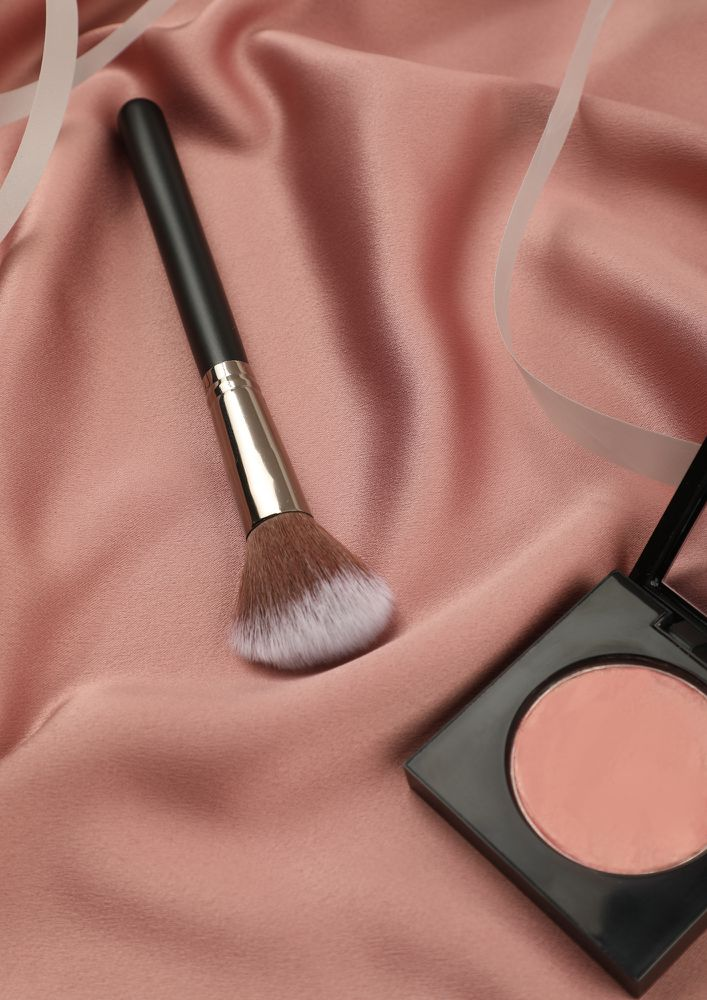 TOUCH-UP AND GLOW BLACK FOUNDATION BLUSH BRUSH