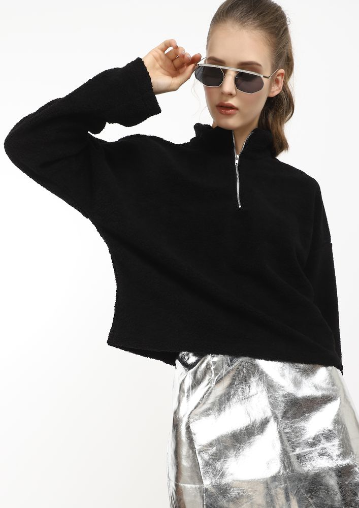 THE WARMEST BASIC BLACK CROPPED SWEATSHIRT
