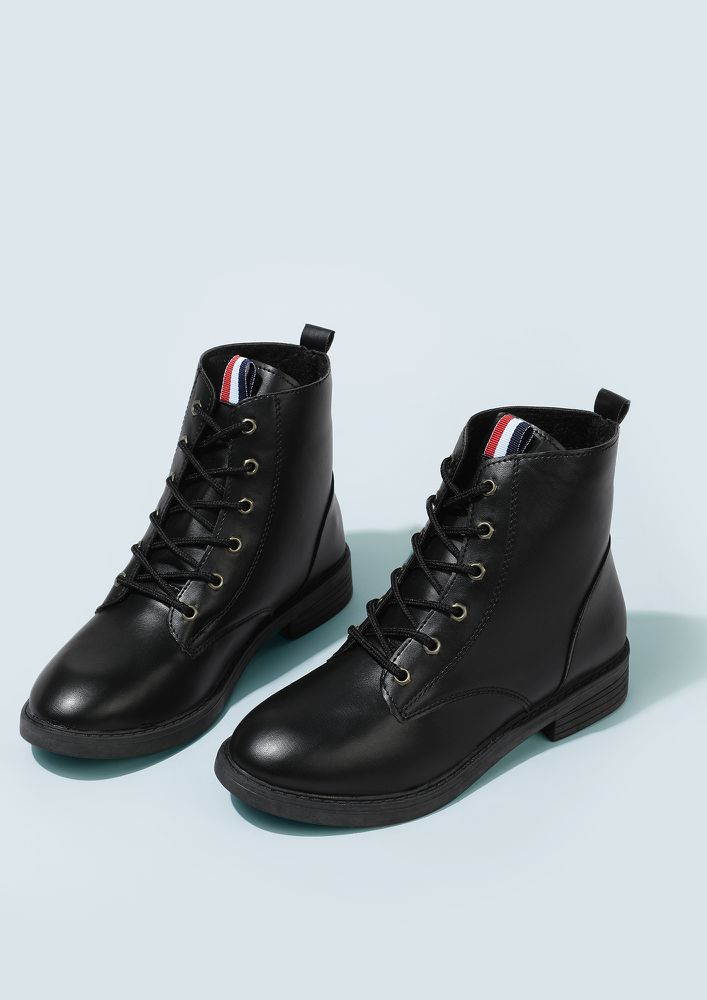 NEAT AND TIDY BLACK BOOTS