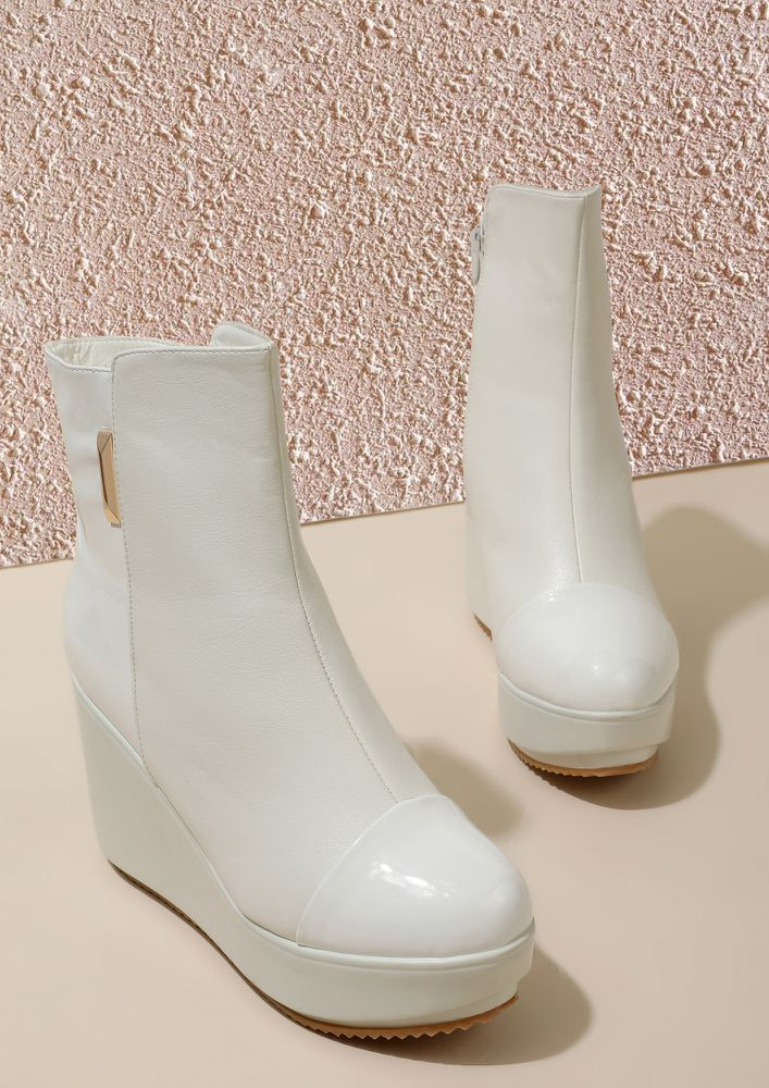 SNOWFALL FEELS WHITE ANKLE BOOTS