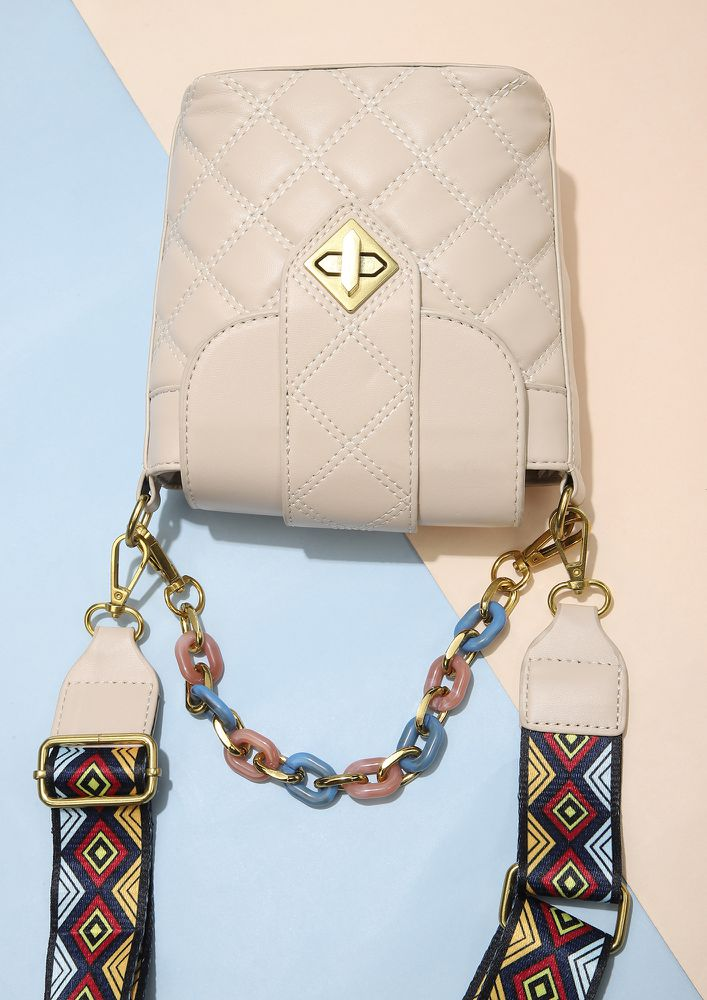 ALL LINKED-UP WHITE BUCKET BAG