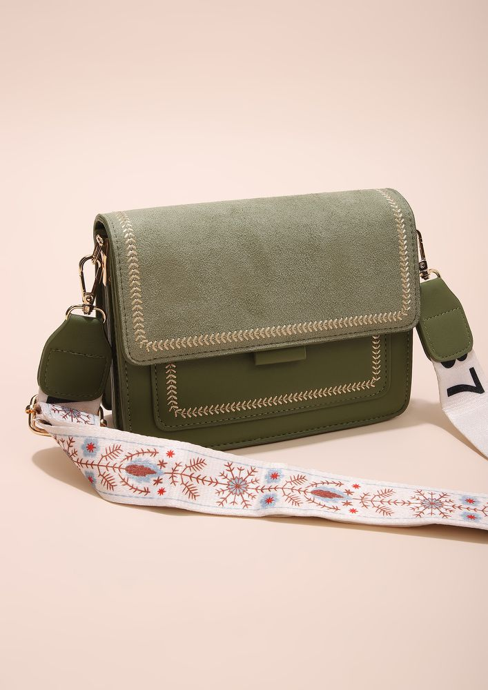 THE CLASSY FUSION GREEN CLUTCH