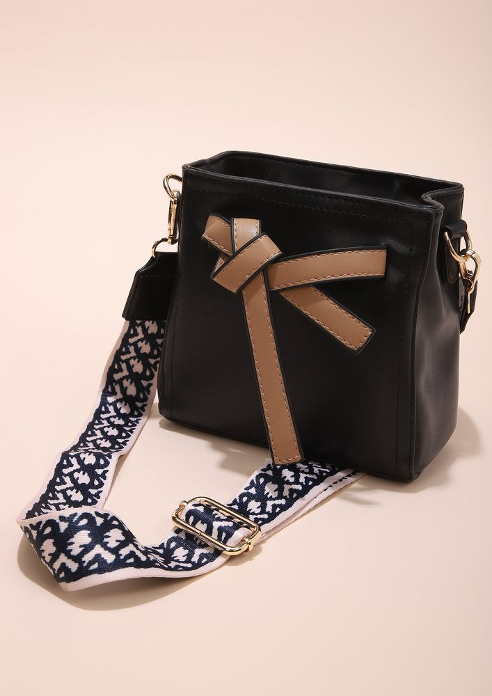 CUTE WITH A BOW BLACK SLING BAG