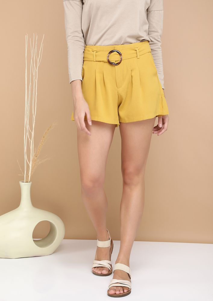 CAPSULE STYLING YELLOW DIVIDER SHORTS