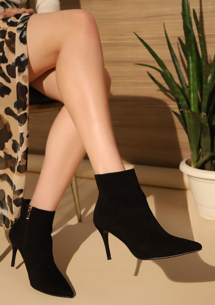 POINT TO NOTE BLACK ANKLE BOOTS