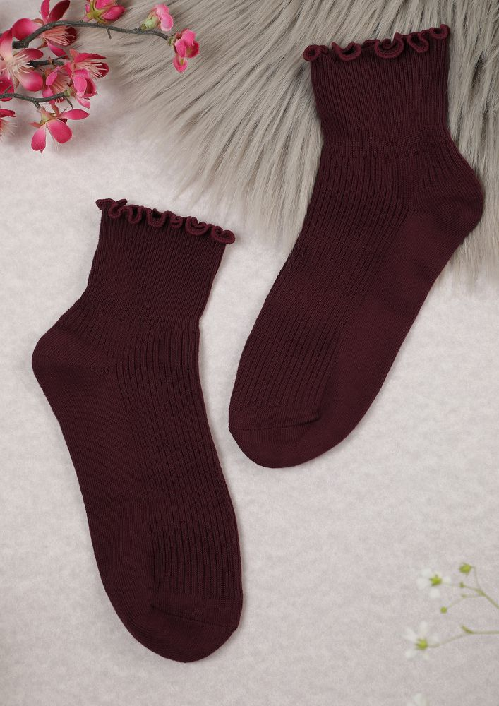 ROLL THE RIBBED WINE RED SOCKS