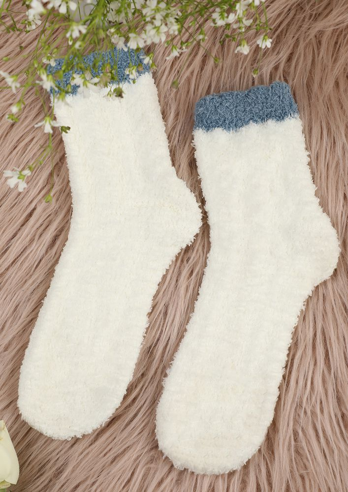OOZE OUT WARMTH WHITE SOCKS