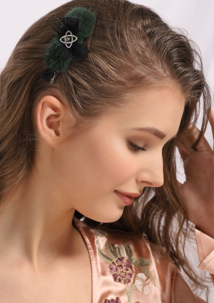 LONG DECEMBER DARK GREEN HAIR CLIP