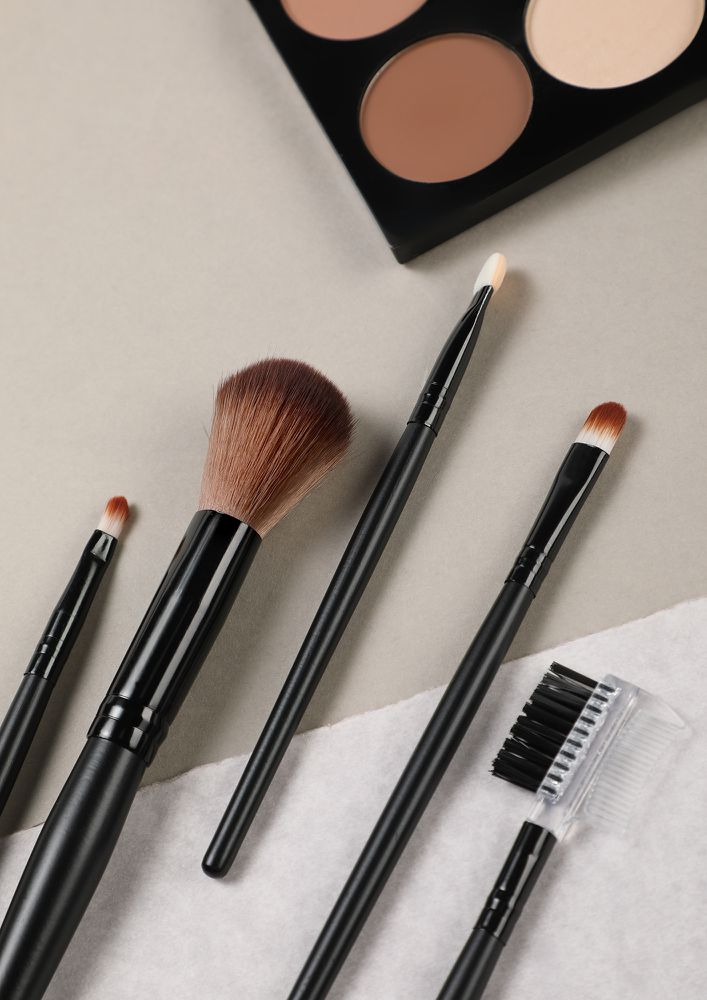 BOLD AND BEAUTIFUL BLACK MAKEUP BRUSHES -  SET OF 5