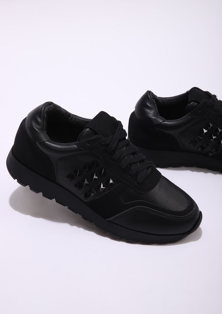 TIME HIKE THESE BLACK TRAINERS