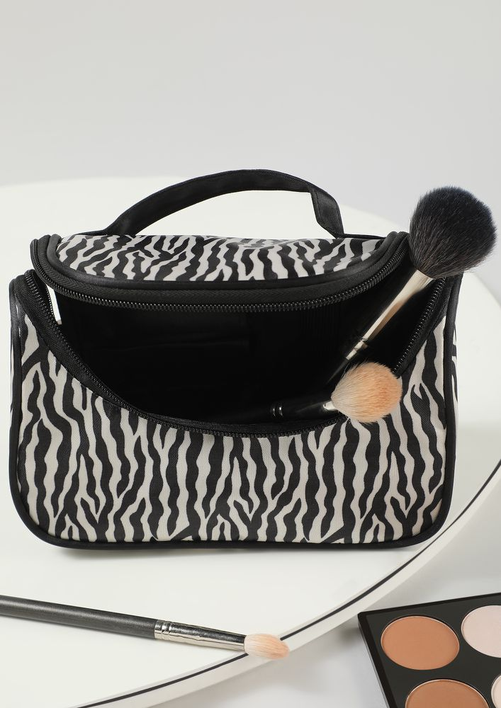 BASIC NEEDS BLACK MAKE-UP POUCH