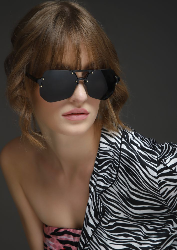 BRIGHT AS DAY BLACK RETRO SUNGLASSES