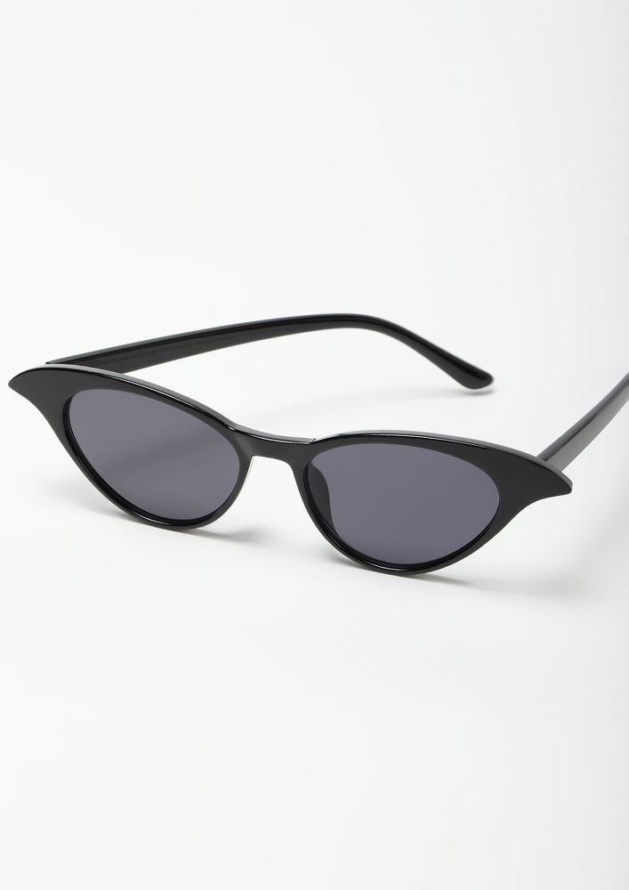 THE CLASSY MINIMALIST BLACK CATEYE SUNGLASSES