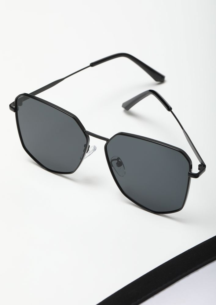 HERE TO STAND OUT BLACK RETRO SUNGLASSES