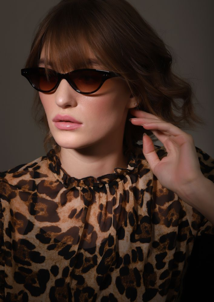 NEVER OFF THE TREND AMBER RETRO SUNGLASSES