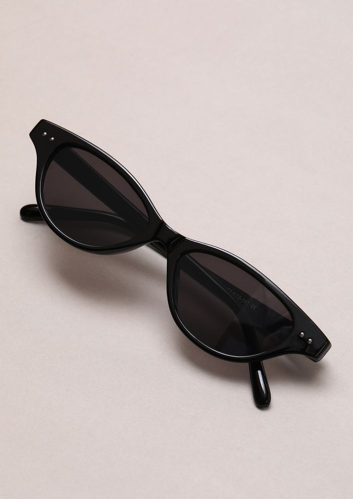 NEVER OFF THE TREND BLACK RETRO SUNGLASSES