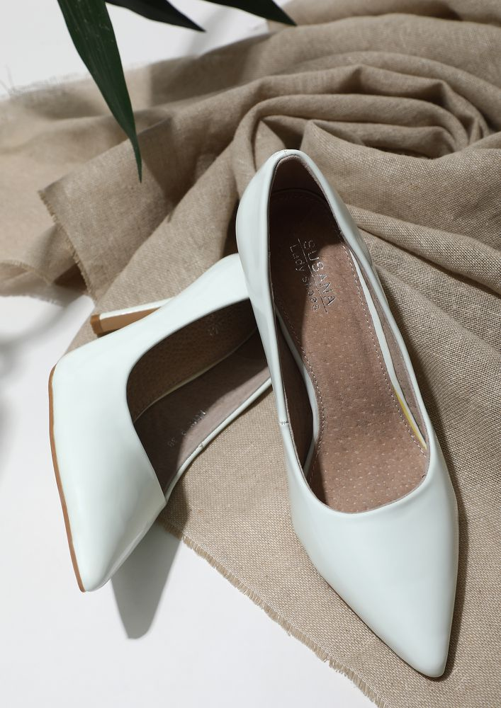 CLICK IT, GIRL BOSS WHITE HEELED SANDALS