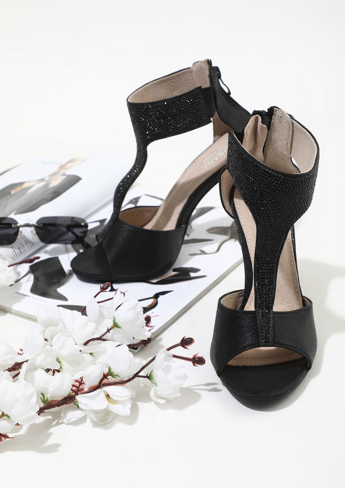 CLOSE THE DEAL IN HEELS BLACK HEELED SANDALS