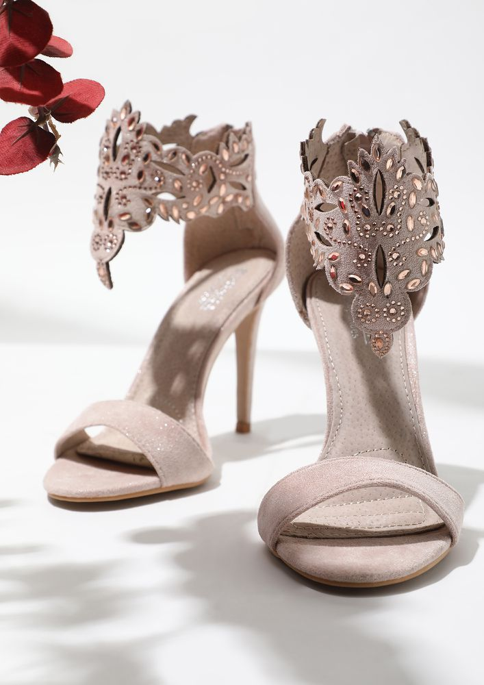 I POINT TOWARDS PINK HEELED SANDALS