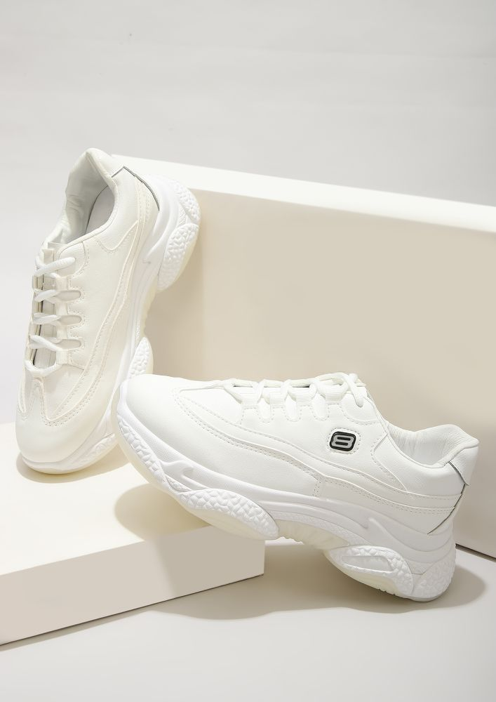 HIGH END SPORTY WHITE TRAINERS