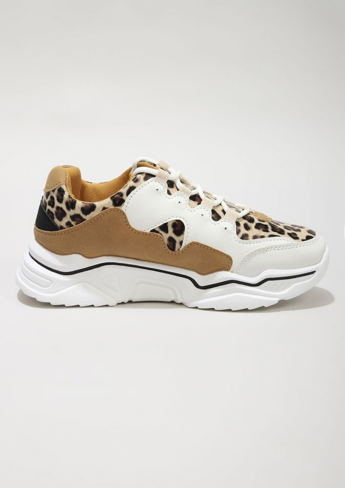 THE HUNTRESS BEIGE TRAINERS