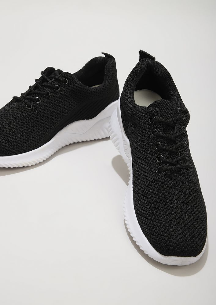 GOING BACK TO BASICS BLACK TRAINERS