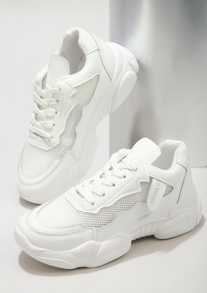 RUNNING ON THE HIGH-STREET WHITE TRAINERS