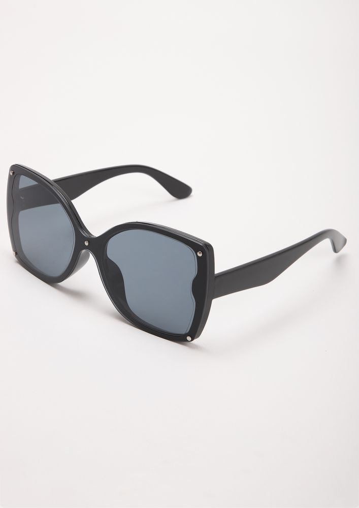 RULE THE WORLD BLACK WAYFARERS