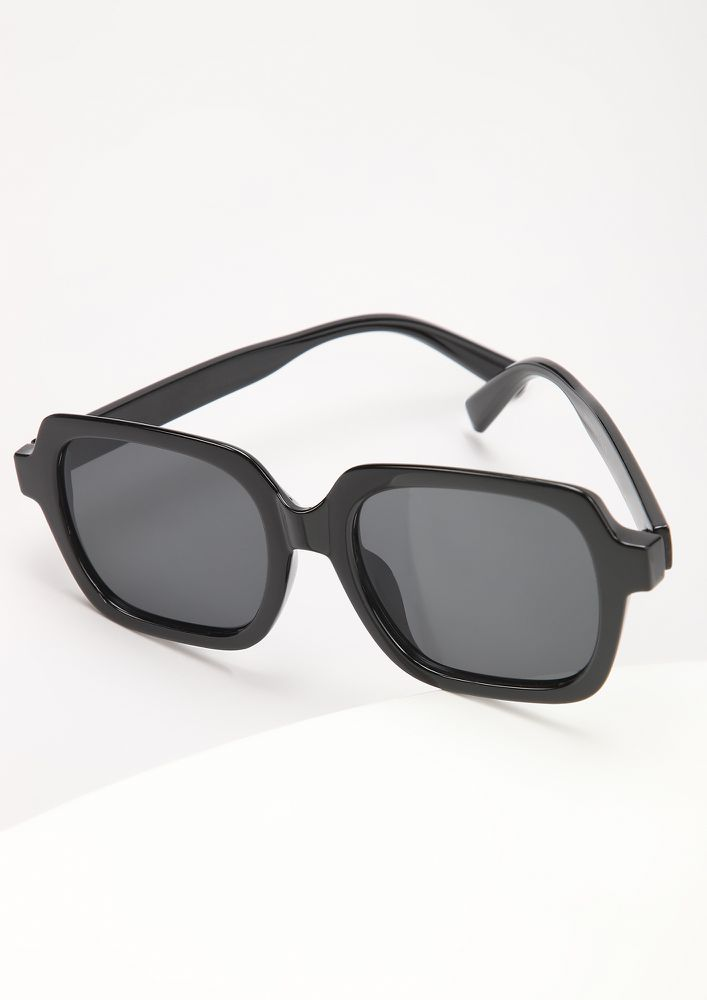 COMFORTABLY BASIC BLACK SQUARE FRAME SUNGLASSES