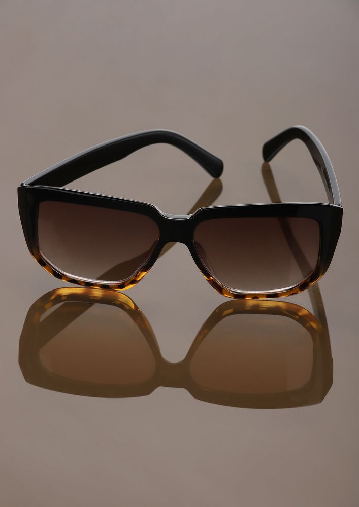 PRINT IS IN PLAY BLACK AMBER SQUARE FRAME SUNGLASSES