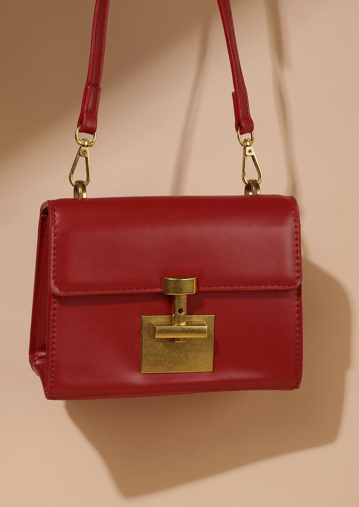 BLOCK IN STYLE RED SLING BAG