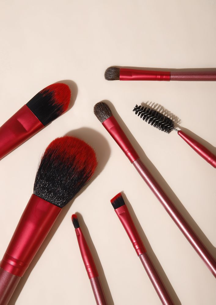 THE GLAM SQUAD RED MAKEUP BRUSHES - SET OF 7